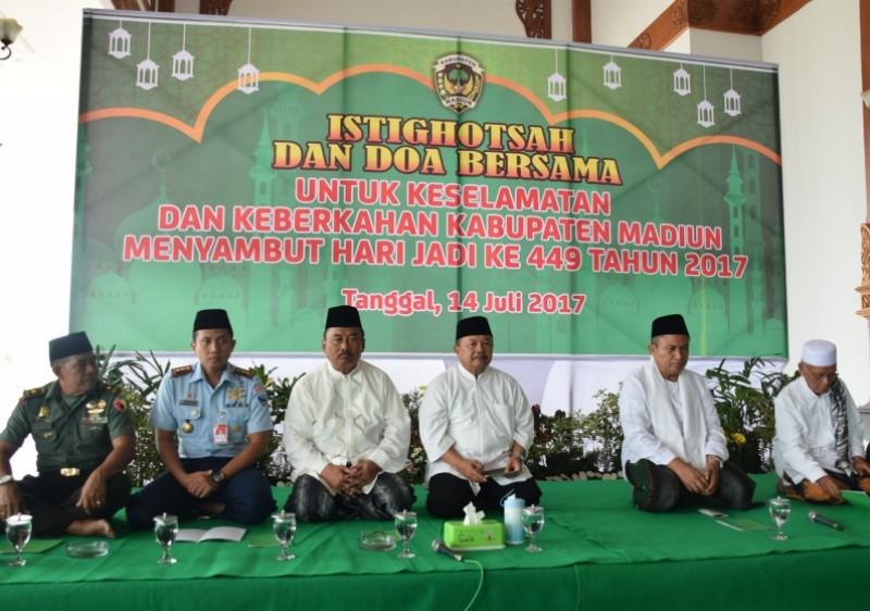Daerah Peringati Hari Jadi 449 Pemkab Madiun Gelar Istighotsah Palang