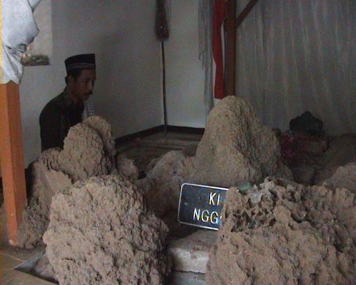 Makam Ki Ageng Anom Besari Berada Kawasan Kuncen Desa Kecamatan