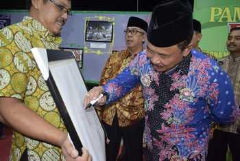 Sepasar Madiun Dibuka Wabup Harian Bhirawa Online Tampak Drs Iswanto