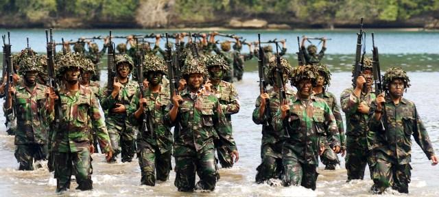 Foto Latihan Tempur Peluru Tajam Ss 1 Dilepas Marinir Madiun