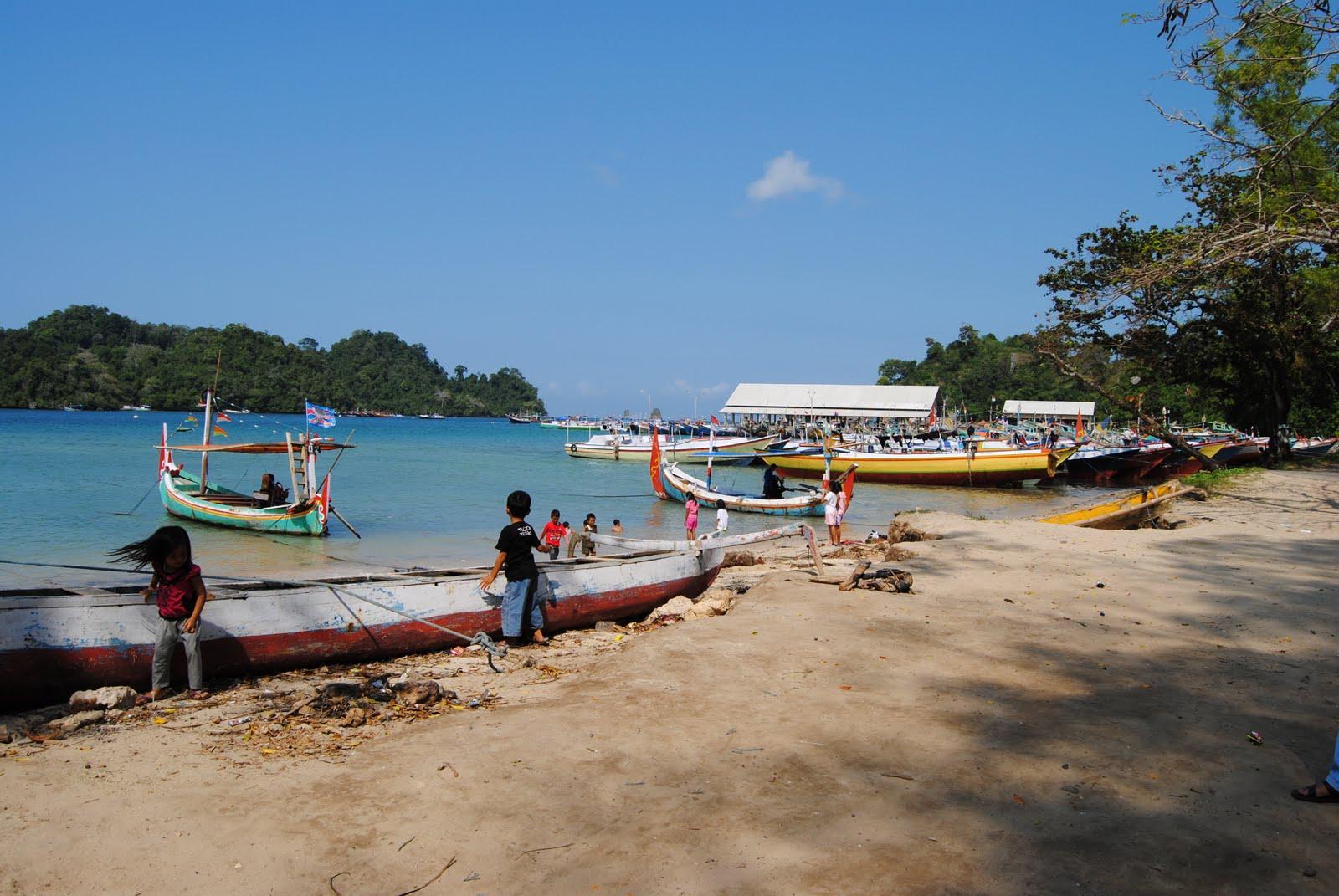 Pantai Sendang Biru Malang Indra Wijaya Ombak Lebih Tenang Daripada