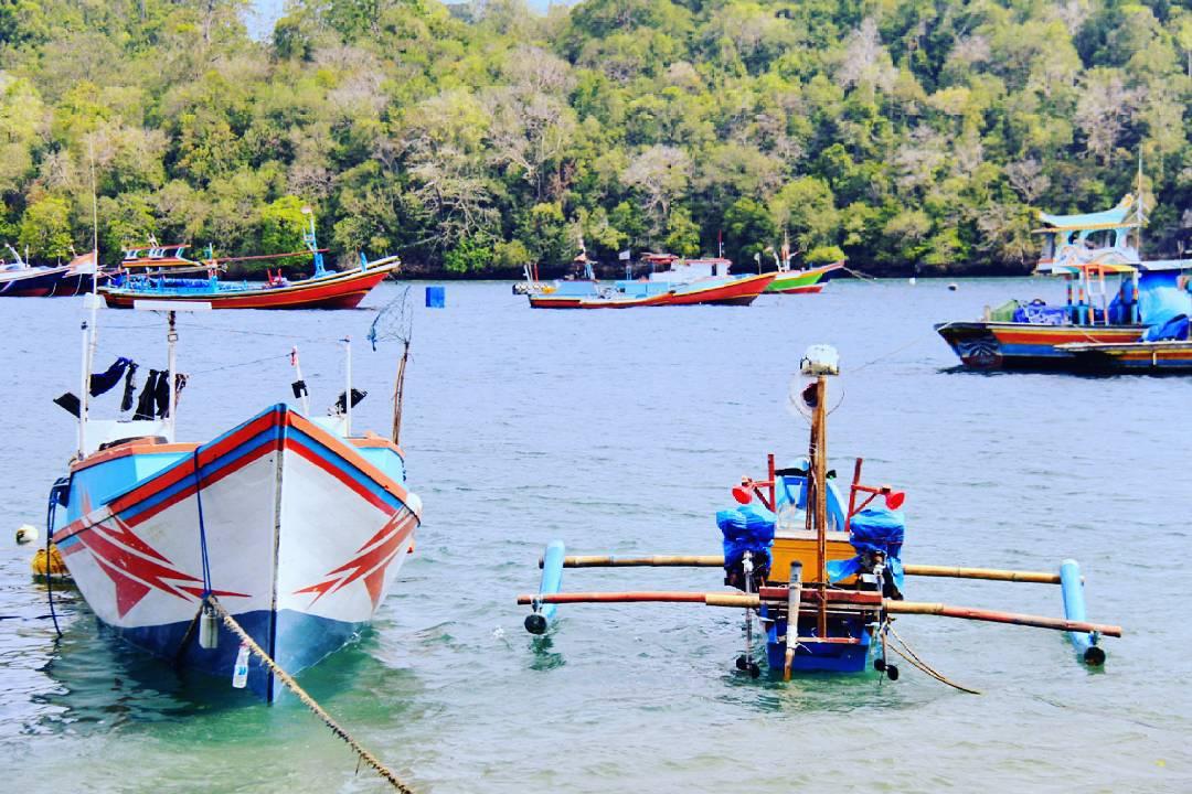 Pantai Sendang Biru Malang Sambil Berenang Sekalian Beli Ikan Vivirahayu