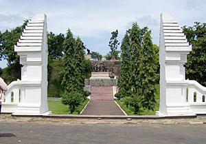 Monument Kresek Monumen Bersejarah Menghormati Dibangun Mengenang Satu Peristiwa Madiun