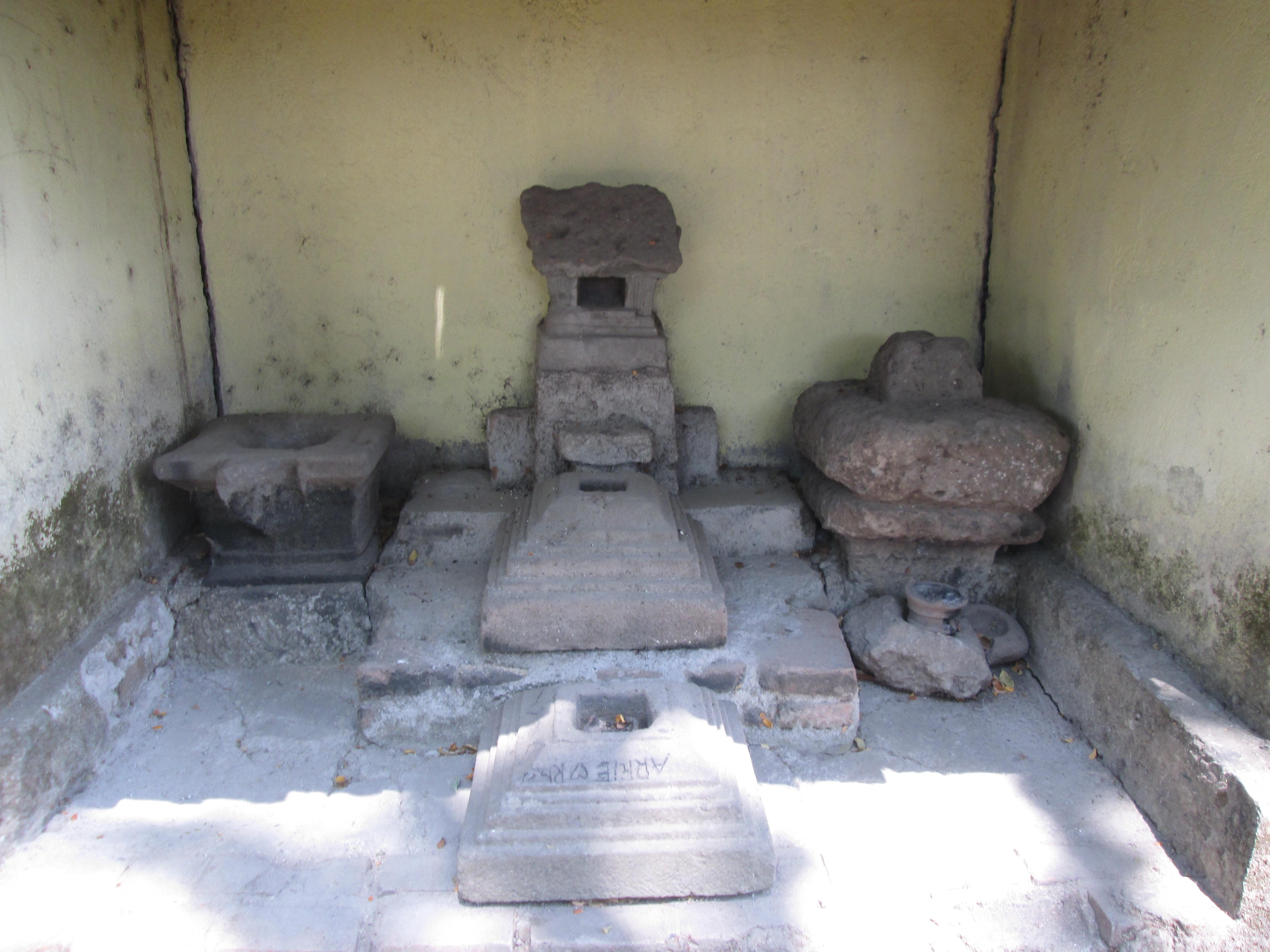 Punden Lambang Kuning Story History Situs Bersejarah Nglambangan Kab Madiun