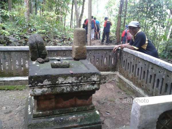 Situs Bersejarah Gaji Juru Kunci Punden Lambang Kuning Madiun Abad