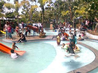 6 Obyek Wisata Ngawi Patut Dikunjungi Pemandian Hargo Dumilah Taman