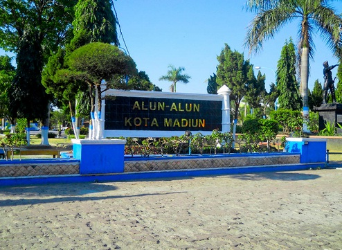 8 Tempat Wisata Madiun Wajib Kunjungi Alun Kota Taman Air