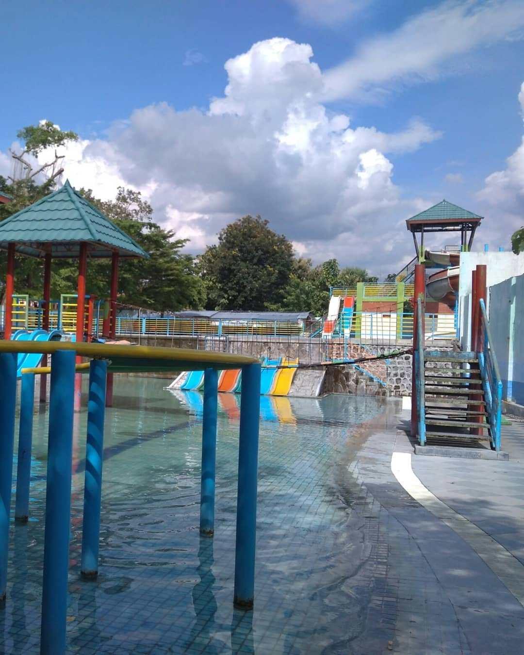 Deretan Wahana Wisata Air Madiun Bikin Wisatawan Berduyun Duyun Taman