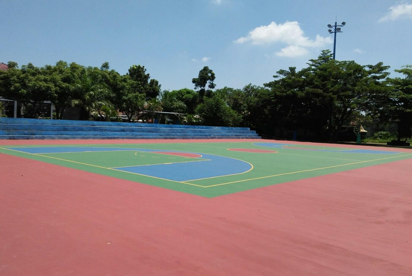 Pemkot Madiun Manjakan Warga Demangan Lapangan Futsal Taman Hijau Kab