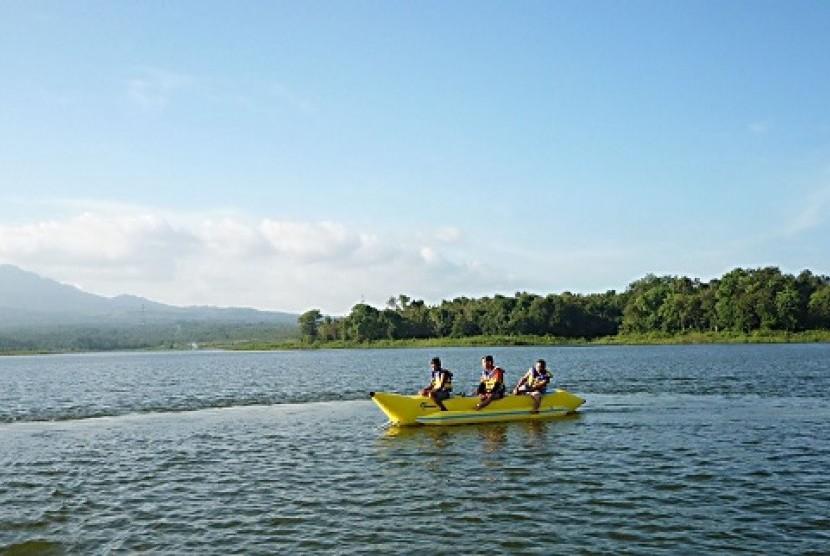 Objek Wisata Waduk Widas Madiun Sepi Wisatawan Republika Online Bening
