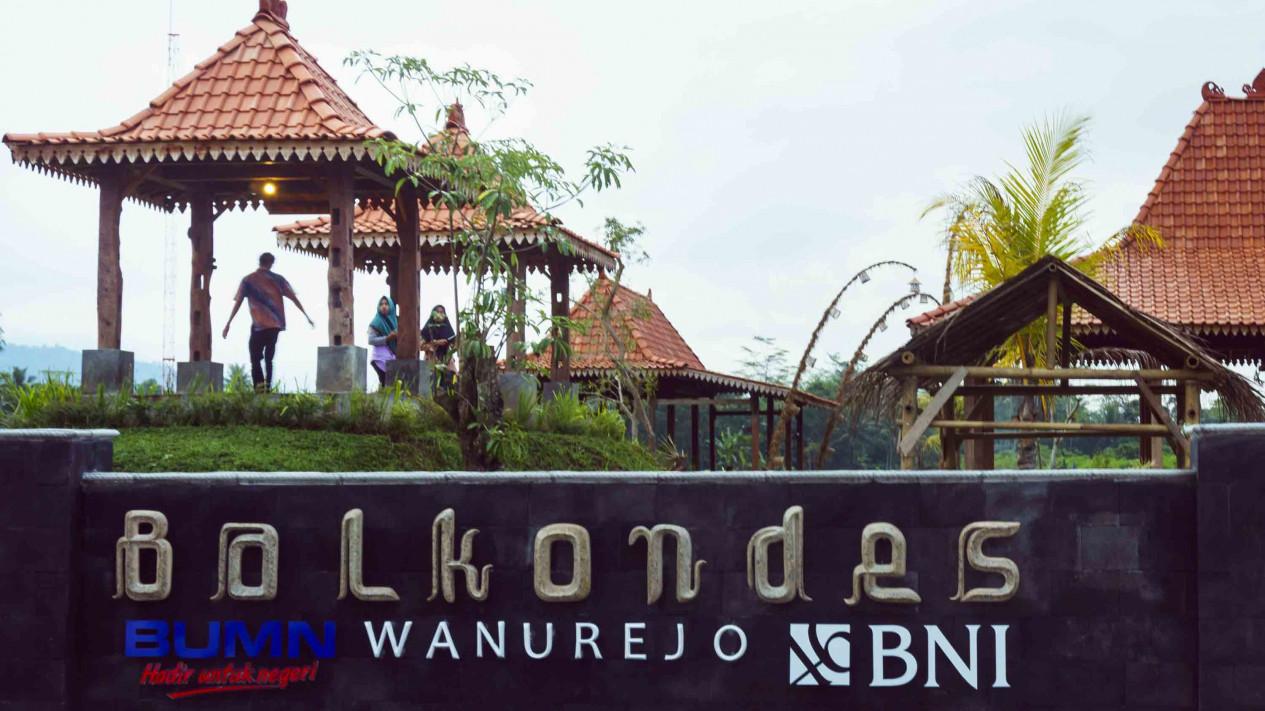 Berwisata Balkondes Wanurejo Magelang Dekat Borobudur Viva Wisatawan Menikmati Pemandangan