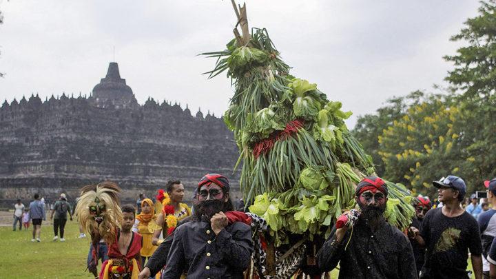 Tradisi Ruwat Rawat Borobudur Kompas Id Brayat Panangkaran Menggelar Candi