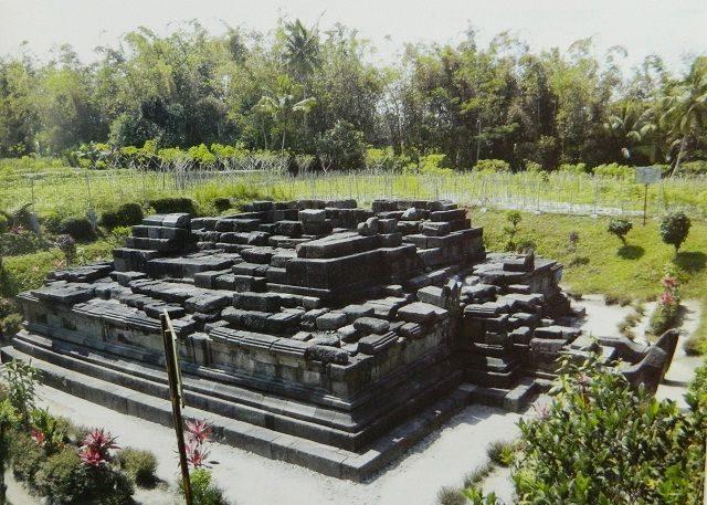 Wisata Candi Bercorak Hindu Pendem Magelang Tempat Gambar Foto Sejarah