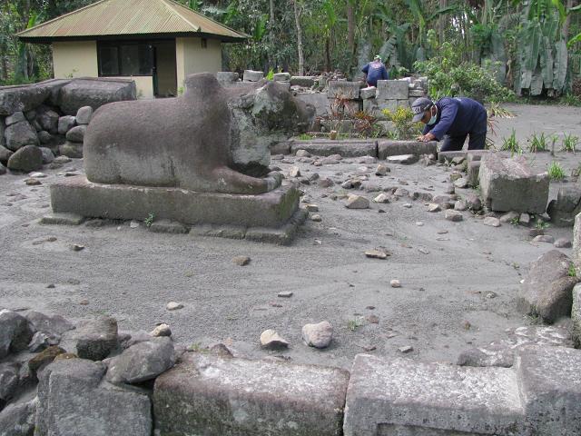 Indonesia Travel Guide Candi Gunung Wukir Magelang Jawa Tengah Canggal