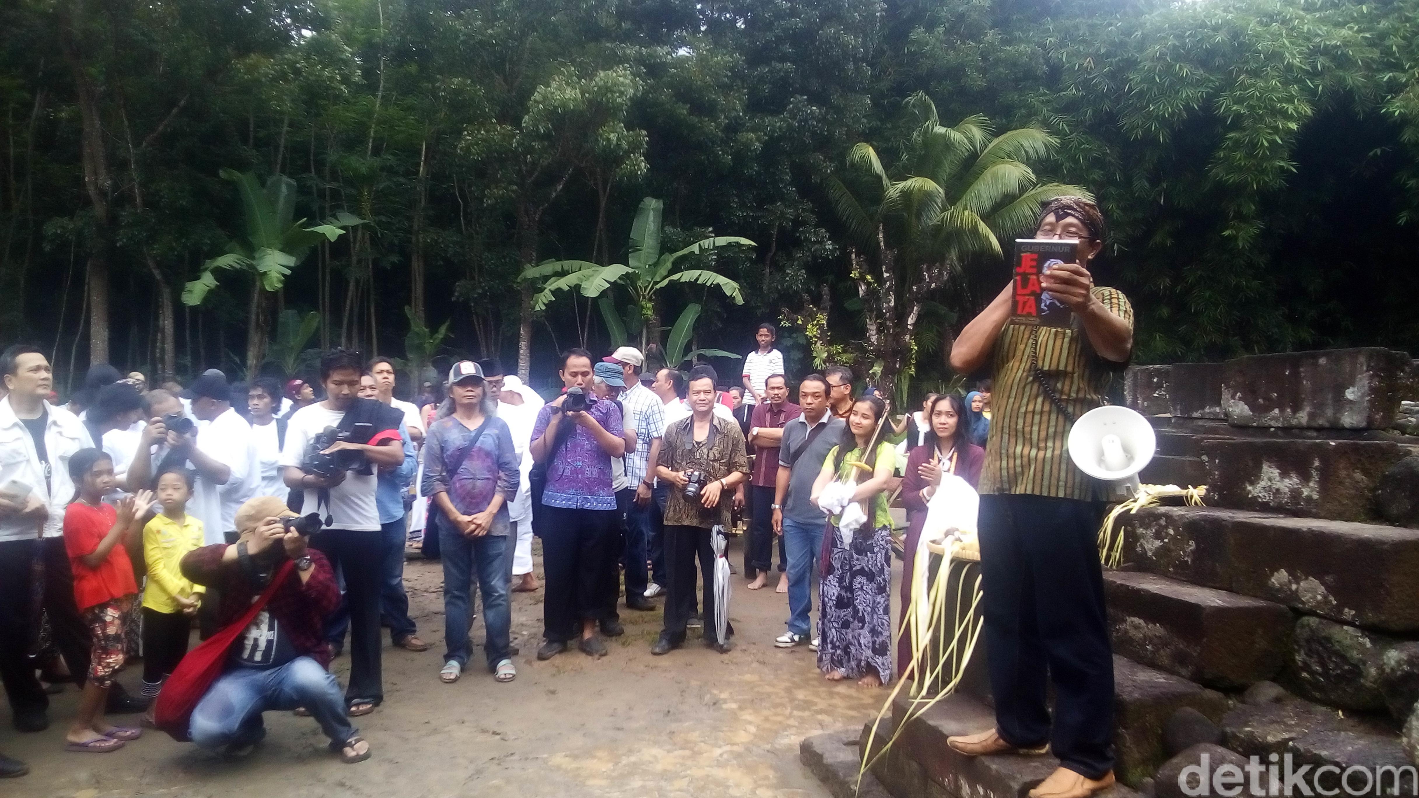 Buku Berisi Kegilaan Gubernur Ganjar Diluncurkan Candi Gunung Wukir Kab