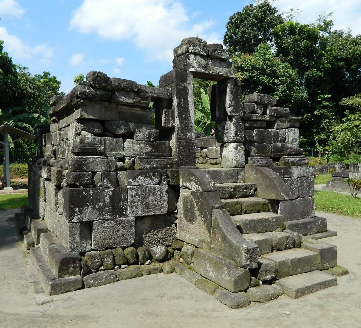 Candi Gunung Wukir Siwa Peninggalan Raja Sanjaya Relief 11 Gwukir2