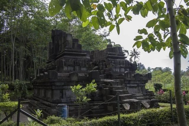 Candi Asu Magelang Mini Bercorak Hindu Tempat Wisata Gambar Foto