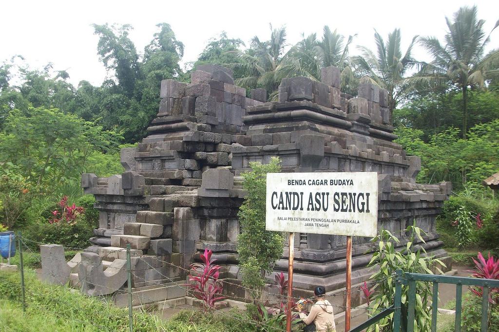 Magelang Jawa Tengah Candi Asu Sengi Lokasi Desa Flickr Indonesia
