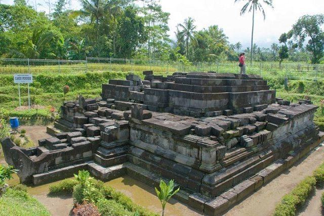 Wisata Candi Bercorak Hindu Pendem Magelang Tempat Gambar Foto Salah
