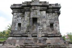 Candi Ngawen Jawa Tengah Kepustakaan Salah Satu Keunikan Keberadaan 4