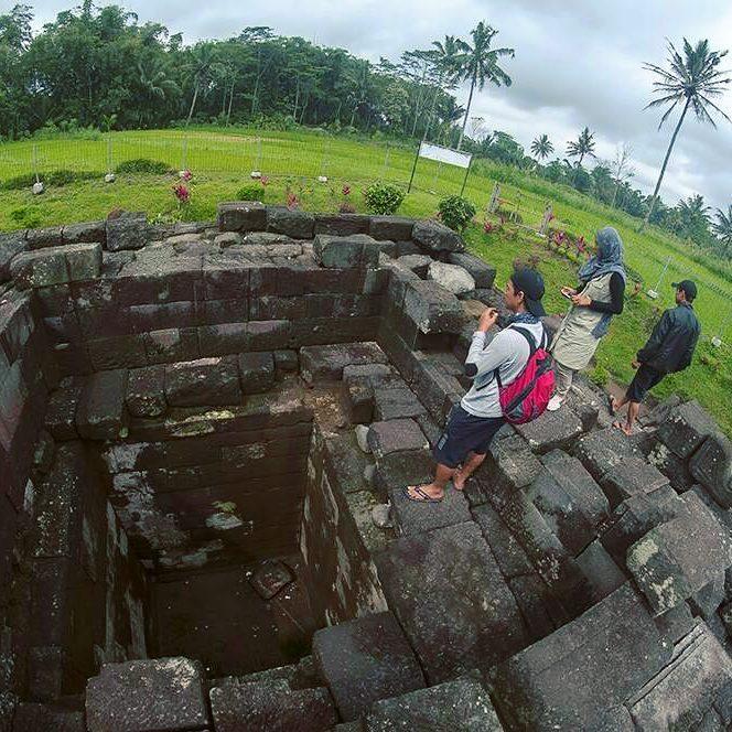 Candi Pendem Satu Trilogi Muntilan Pemandangannya Tugu Wisata Kab Magelang