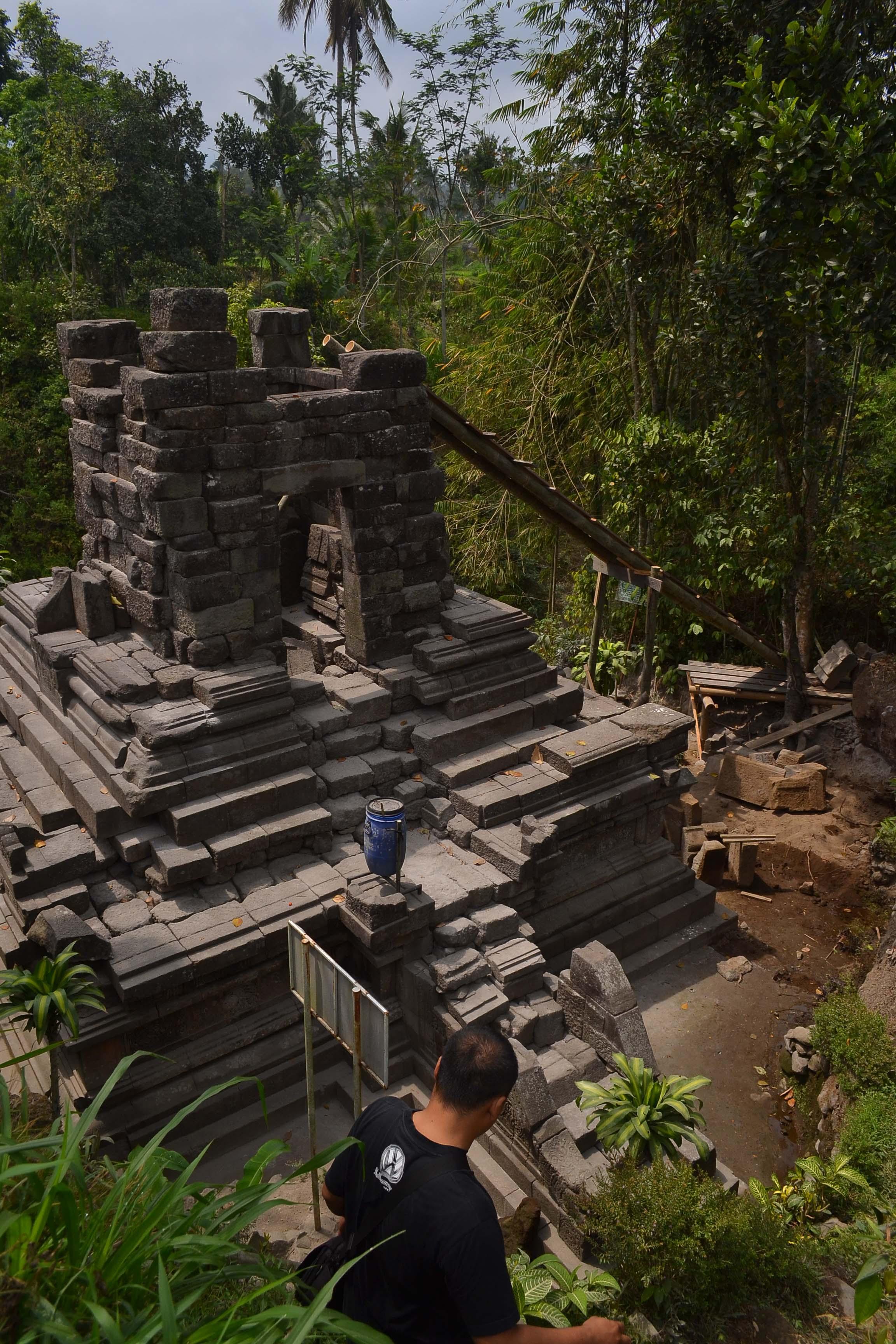 Kompleks Candi Sengi Asu Pendem Lumbung Lumbuh Ditempat Aslinya Kab