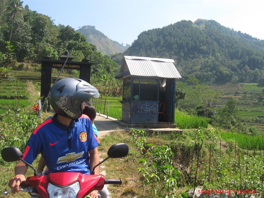 Wisata Candi Selogriyo Pendekartidar Sinilah Terdapat Sebuah Pos Sekaligus Loket