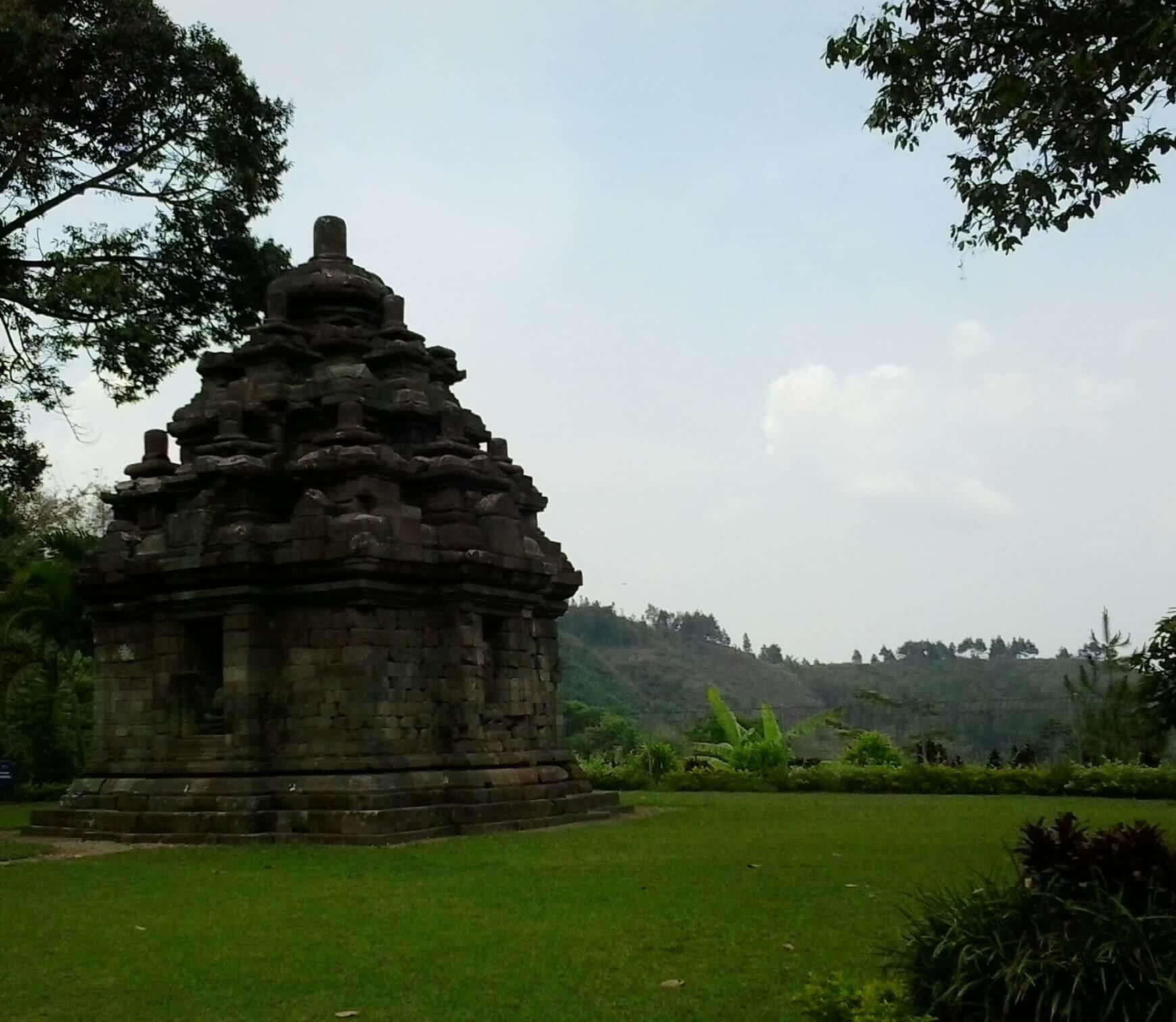 Pesona 13 Tempat Wisata Budaya Sejarah Kabupaten Magelang Candi Selogriyo