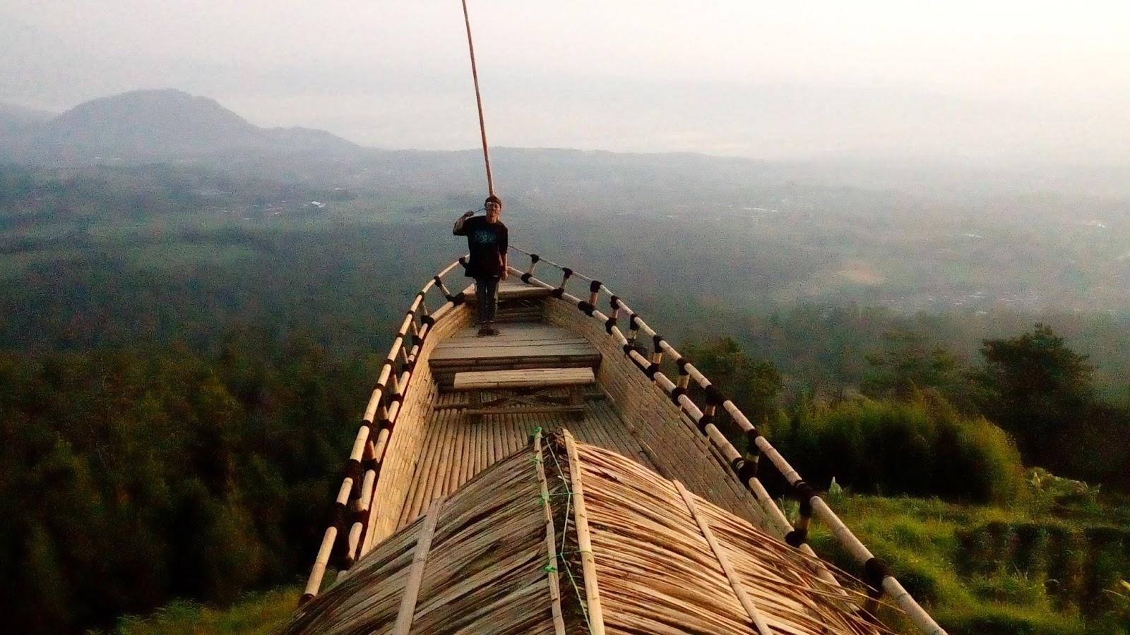 Gardu Pandang Gedong Pass Air Terjun Dusun Spot Berbentuk Kapal