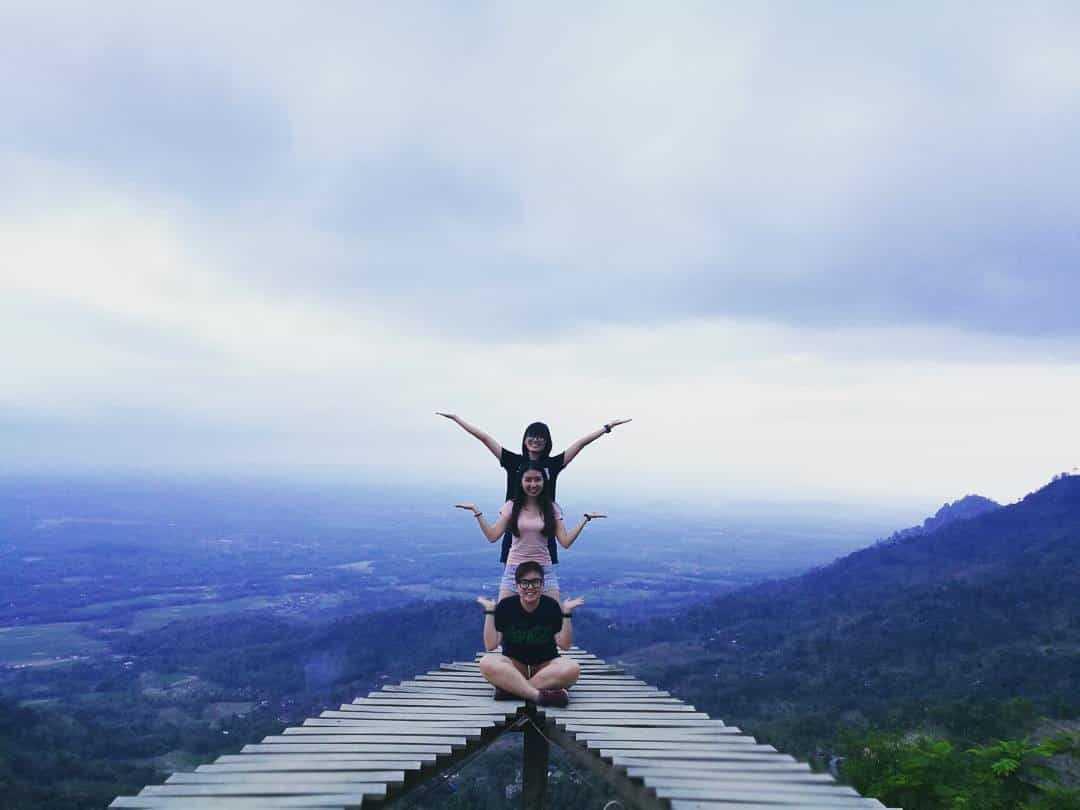 Keindahan Objek Wisata Punthuk Mongkrong Magelang Ulinulin 1 Berfoto Jembatan