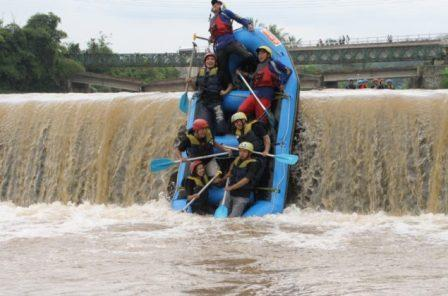 63 Tempat Wisata Magelang Wajib Dikunjungi Rafting Sungai Progo Atas