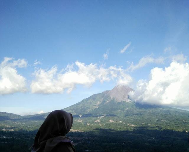 Top 17 Tempat Wisata Magelang Direkomendasikan Foto Pemandangan Gunung Merapi