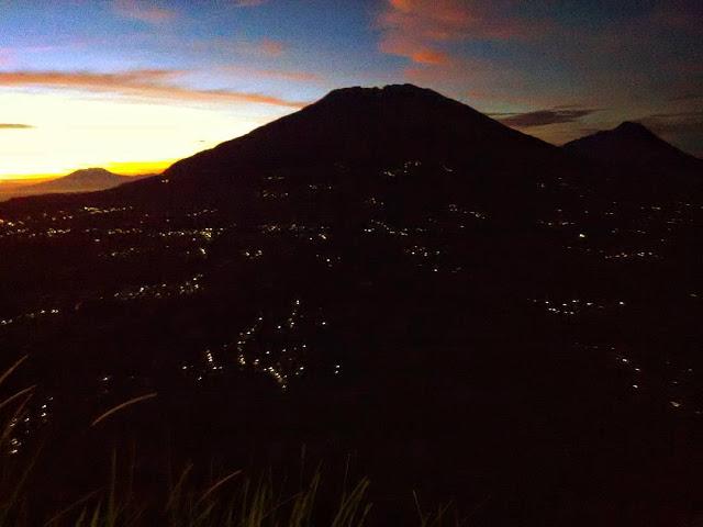 Top 17 Tempat Wisata Magelang Direkomendasikan Foto Pemandangan Puncak Gunung