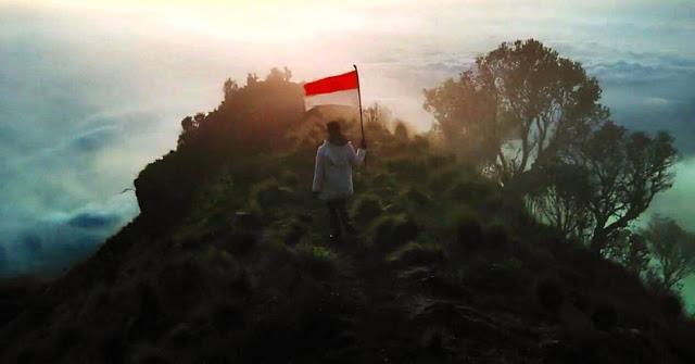 Top 17 Tempat Wisata Magelang Direkomendasikan Foto Puncak Gunung Merbabu