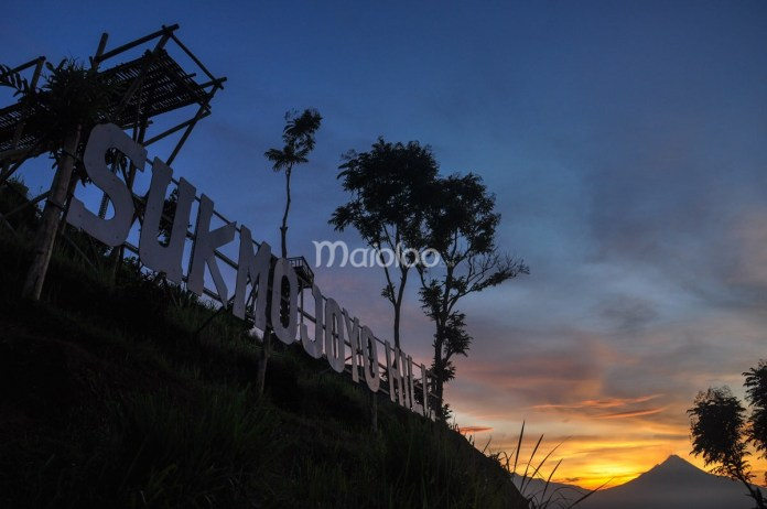 10 Tempat Asik Menikmati Sunrise Sekitar Borobudur Berpose Siluet Gardu