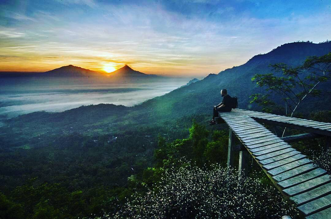 Bukit Punthuk Mongkrong Magelang Spot Selfie Super Amazing 99 Wisata