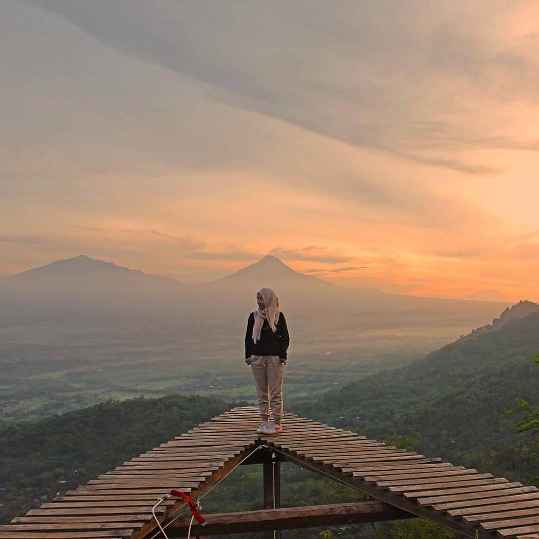 Eksotisnya Panorama Alam Tempat Wisata Punthuk Mongkrong Magelang Tertinggi Diantara