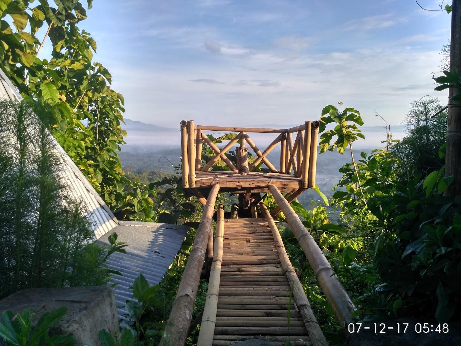 Mengejar Sunrise Punthuk Gupakan Traveling Diary Spot Foto Terbuat Bambu