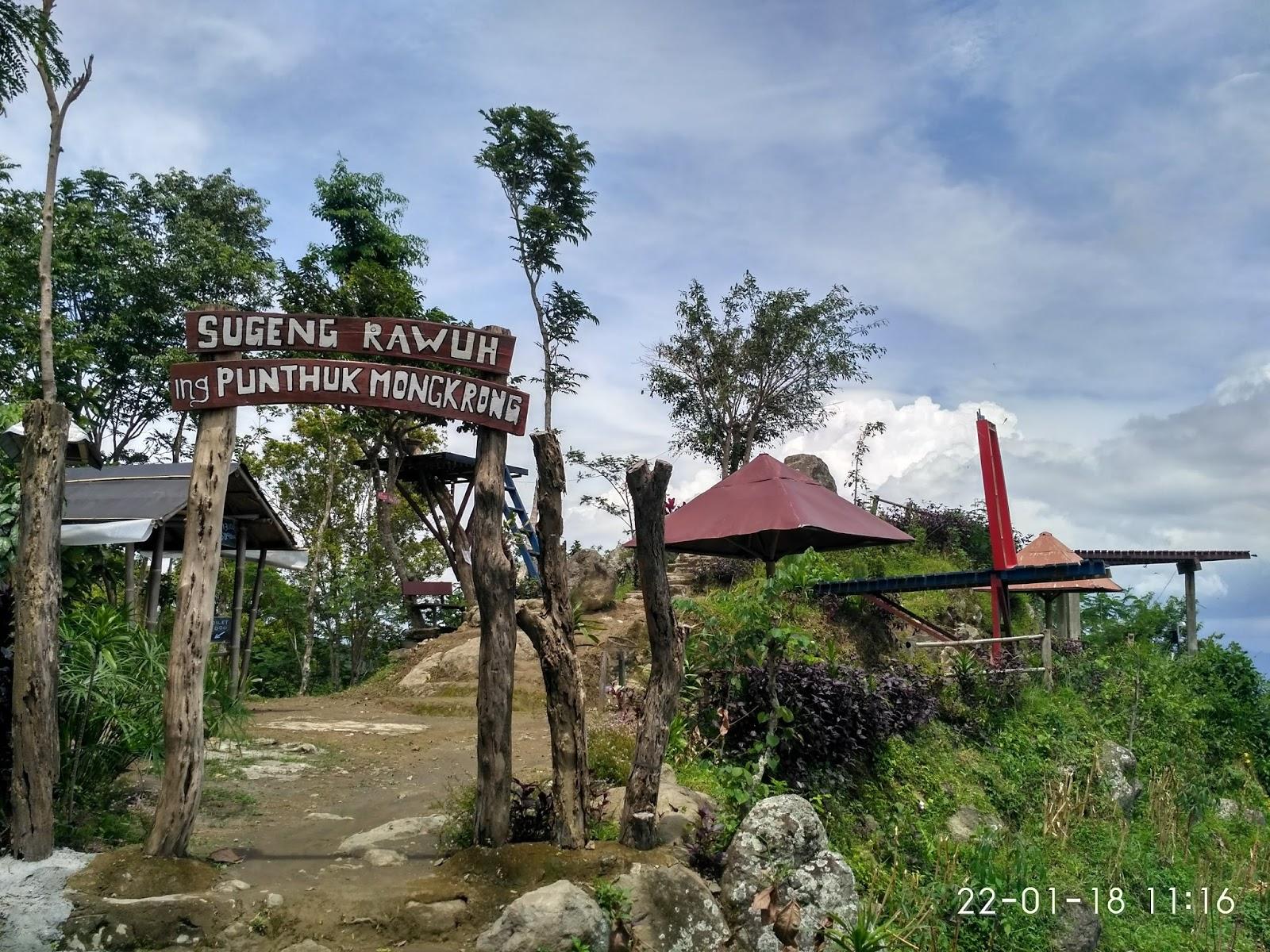 Menikmati Keindahan Alam Pegunungan Menoreh Punthuk Mongkrong Loket Masuk Wisata