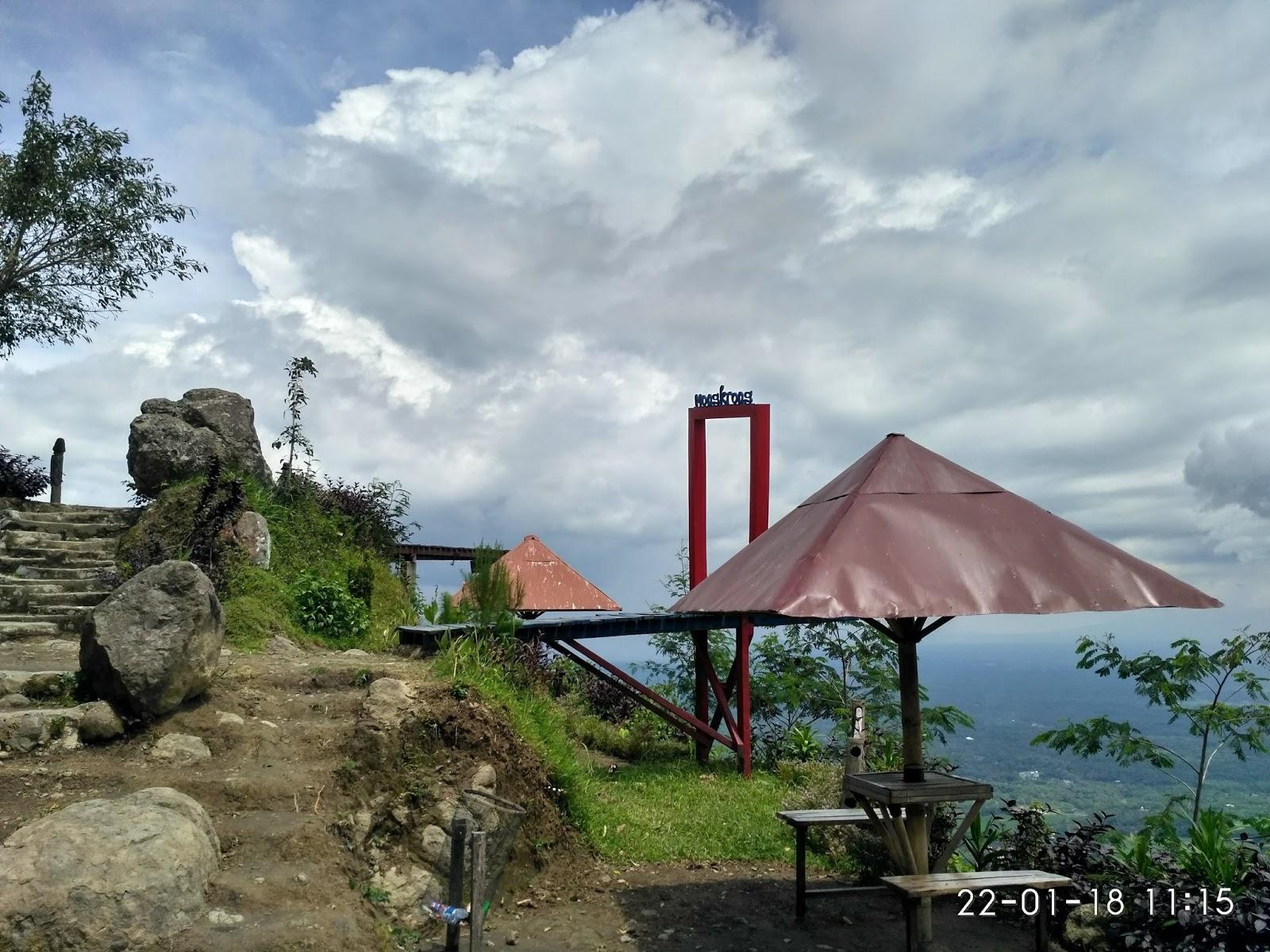 Menikmati Keindahan Alam Pegunungan Menoreh Punthuk Mongkrong Tempat Berteduh Photo