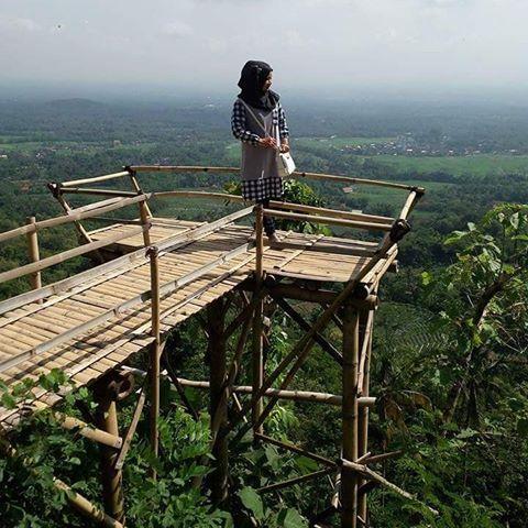 Obyek Wisata Punthuk Kendil Magelang Jawa Tengah Gardu Pandang Puthuk