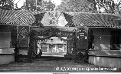 Kazernepoort Kaderschool Magelang Topeng Ireng Foto Menggambarkan Gerbang Kerkhof Kab