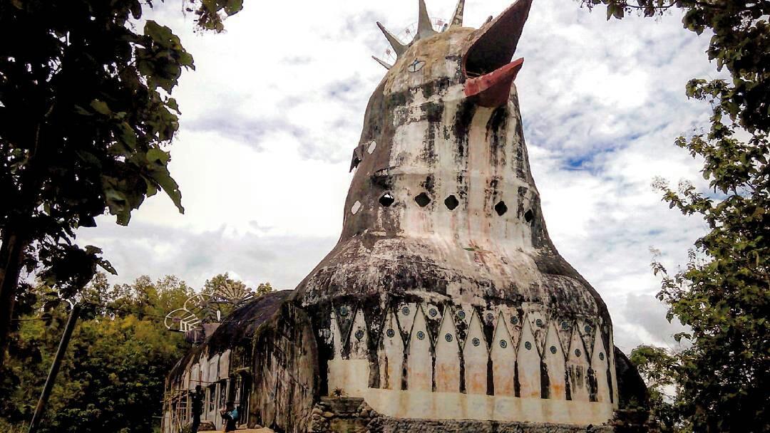 Belalang Tua Gereja Ayam Bukit Rhema Terletak Salah Satu Sekian