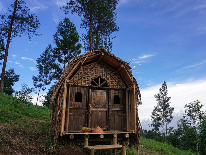 Menengok Rumah Kurcaci Grenden Lereng Merbabu Miniatur Magelang Hutan Pinus