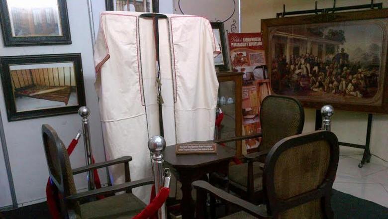 Melihat Kursi Kitab Strategi Jubah Pangeran Diponegoro Bersejarah Museum Kab
