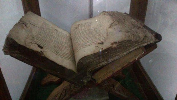 Melihat Kursi Kitab Strategi Jubah Pangeran Diponegoro Empat Salah Satu