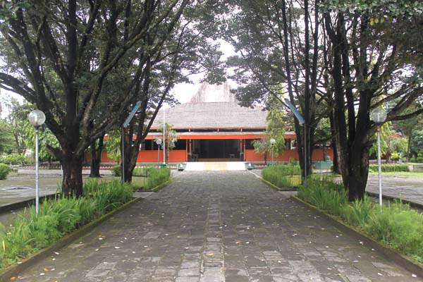 Museum Monumen Pangeran Diponegoro Sasana Wiratama Yogyakarta Yogya Pepohonan Kab