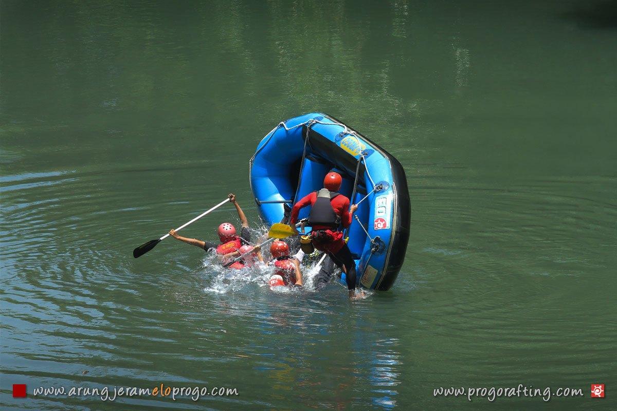 Arung Jeram Sungai Elo Magelang Progo 2 Rafting Ello Kab