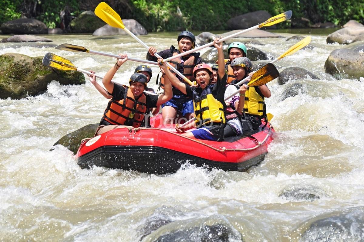 Arung Jeram Sungai Elo Mencumbu Derasnya Kaki Bukit Tidar Wisata