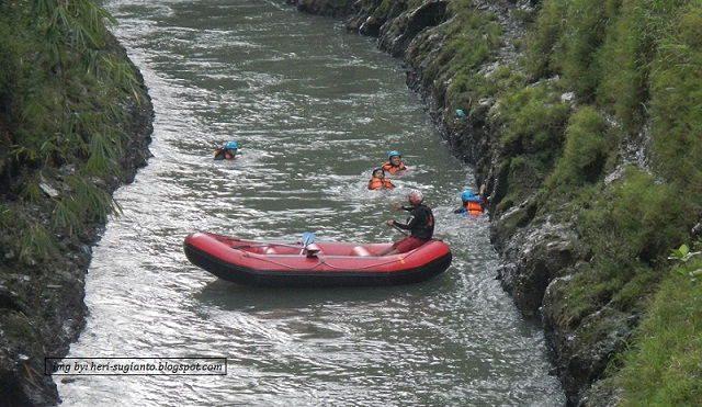 Sungai Elo Magelang Tempat Rafting Pemula Wisata Gambar Foto Ello